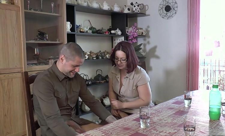 [JacquieEtMichelTV/Indecentes-Voisines] - Corinne - Corinne, aide-menagere sympa ! (2020 / FullHD 1080p)